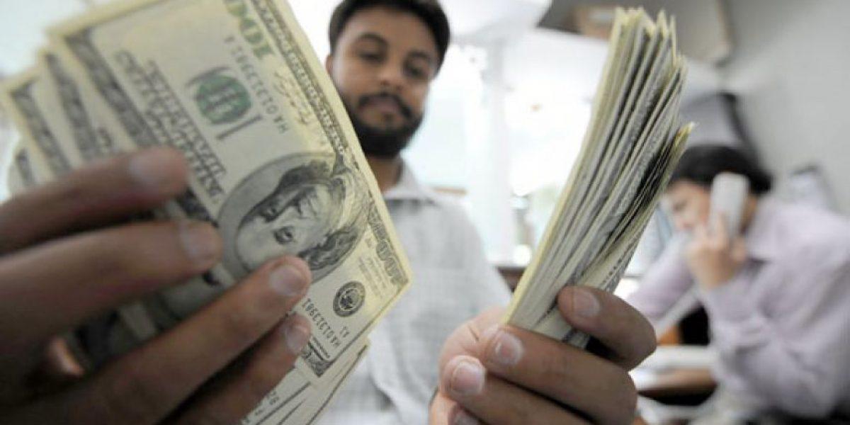 A pesar del aumento de deportados, las remesas siguen hacia arriba