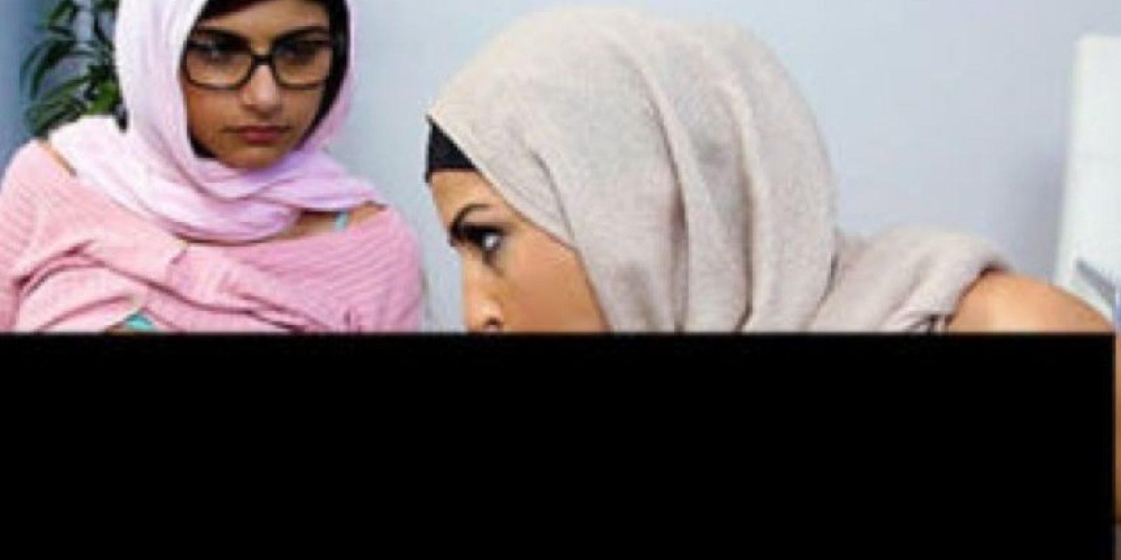 Esta escena es conocida por ellas dos hacer una escena sexual con hijabs. Foto:Brazzers