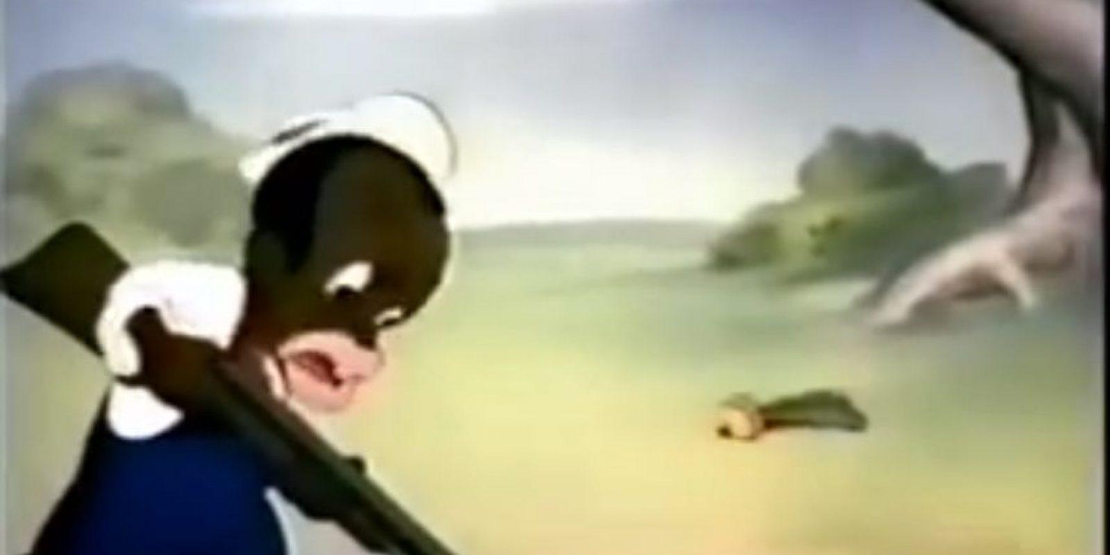 Ahí se ve a un cazador afroamericano acechando a Bugs Bunny. Lo presenta como lerdo y estúpido. Foto:Warner