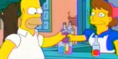 Cuando van a las favelas, una mujer le dice a Homero que lo están robando con tranquilidad. Foto:Fox