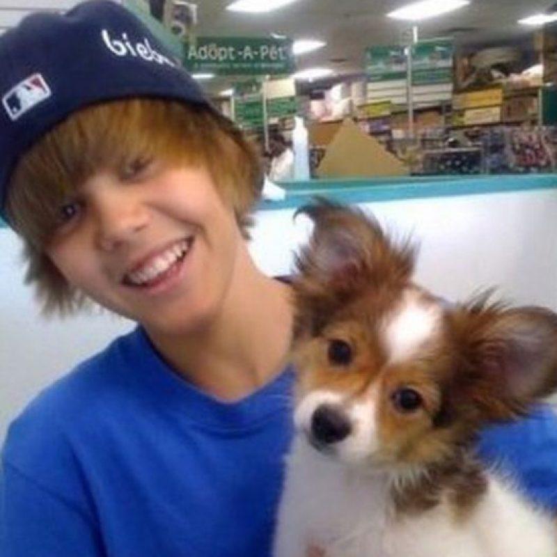 Aquí, con su mascota, que murió recientemente. Foto:Instagram/Justin Bieber
