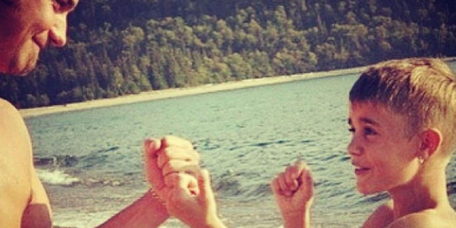Cuando era un tierno niño, al lado de su padre. Foto:Instagram/Justin Bieber
