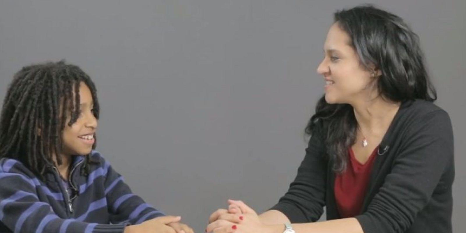 Los integrantes del colectivo filmaron a cada padre tratando de explicar de dónde vienen los niños. Foto:The Cut/ Youtube