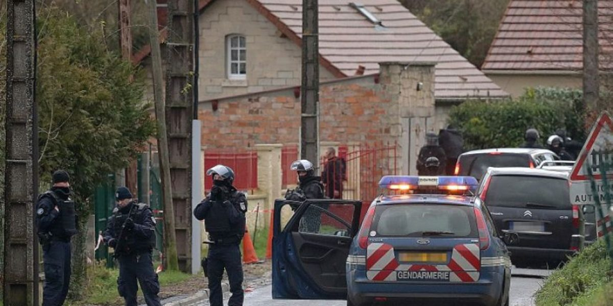 Localizan a otros dos sospechos fuertemente armados al norte de París