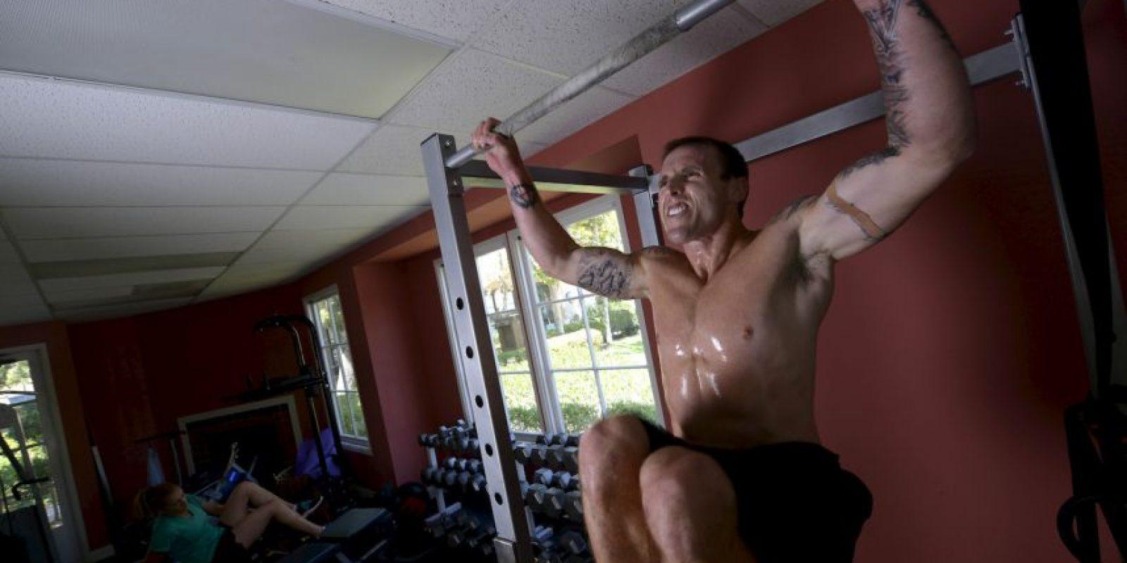 Esforzarse un poco más en la rutina o explorando más para mantenerse física y mentalmente sanos son una buena opción, menciona Chelsey Magness, acróbata profesional. Foto:Getty Images