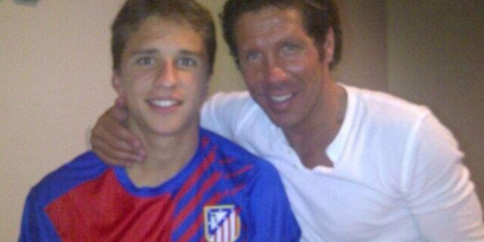 """Gianluca y su padre, """"el cholo"""" Simeone, entrenador del Atlético de Madrid. Foto:Twitter"""