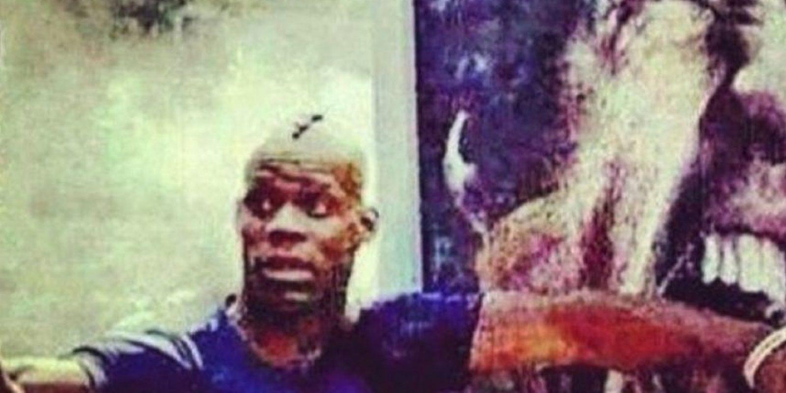 El delantero italiano posteó un selfie en el que simula ser mordido por Luis Suárez Foto:instagram.com/mb459