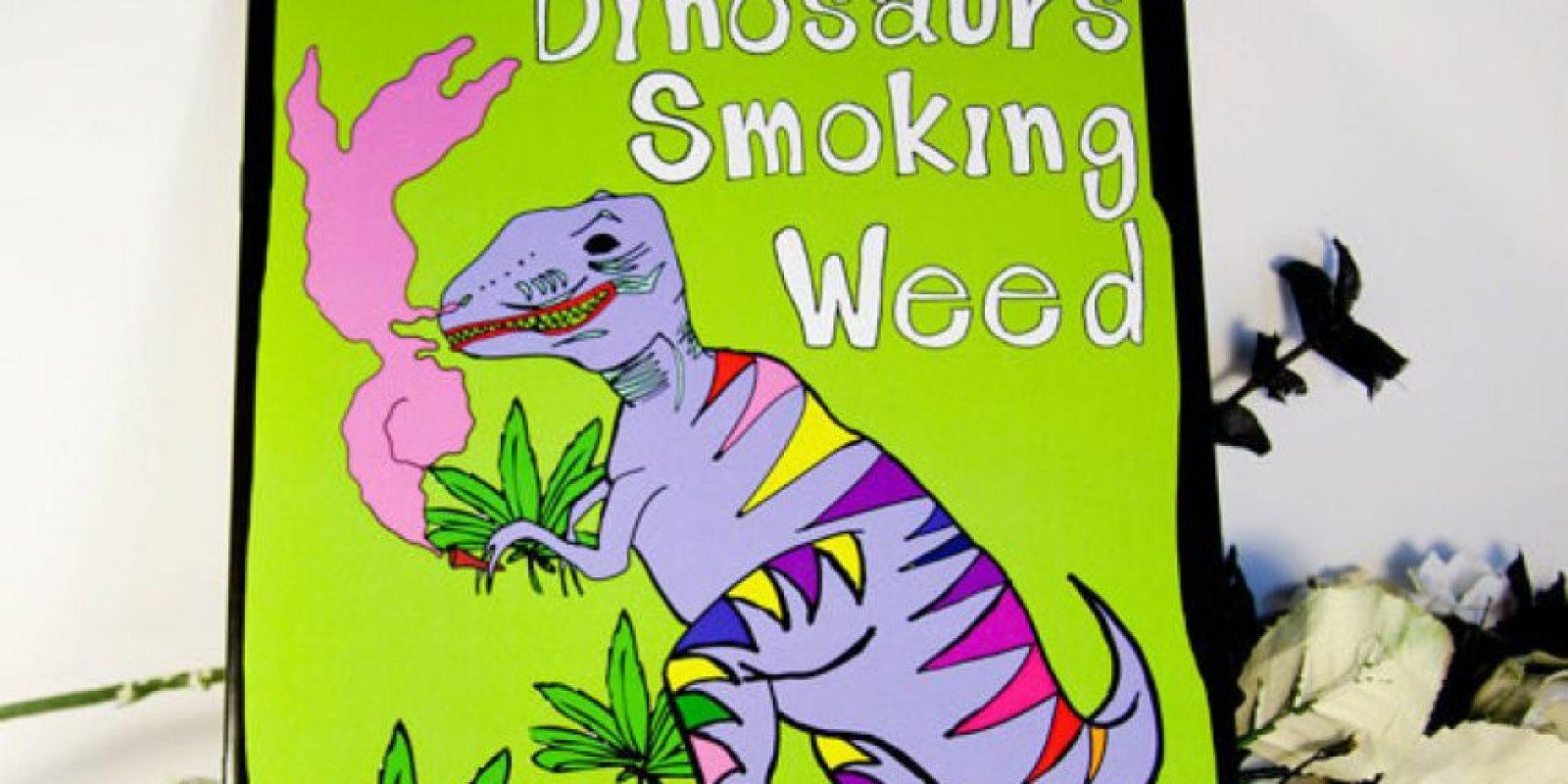 """""""Dinosaurios fumando yerba"""". Porque el mundo es hermoso. Foto:Amazon"""
