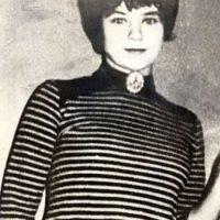 Mary Bell: Asesinó por estrangulamiento a dos niños de tres y cuatro años en compañía de una amiga, cuando solo tenía 11 años. A uno le marcó las iniciales en el vientre con un puñal. Mary fue condenada a prisión indefinida. En los años 80 tuvo una hija y cambió de identidad. Luego la prensa indagó, y se supo todo. Ya va a ser abuela. Foto:CriminalHallOfFame