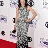 Lisa Edelstein con un vestido clásico de prints. Foto:Getty Images