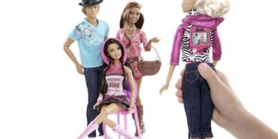 Barbie con cámara en la espalda Foto:Mattel
