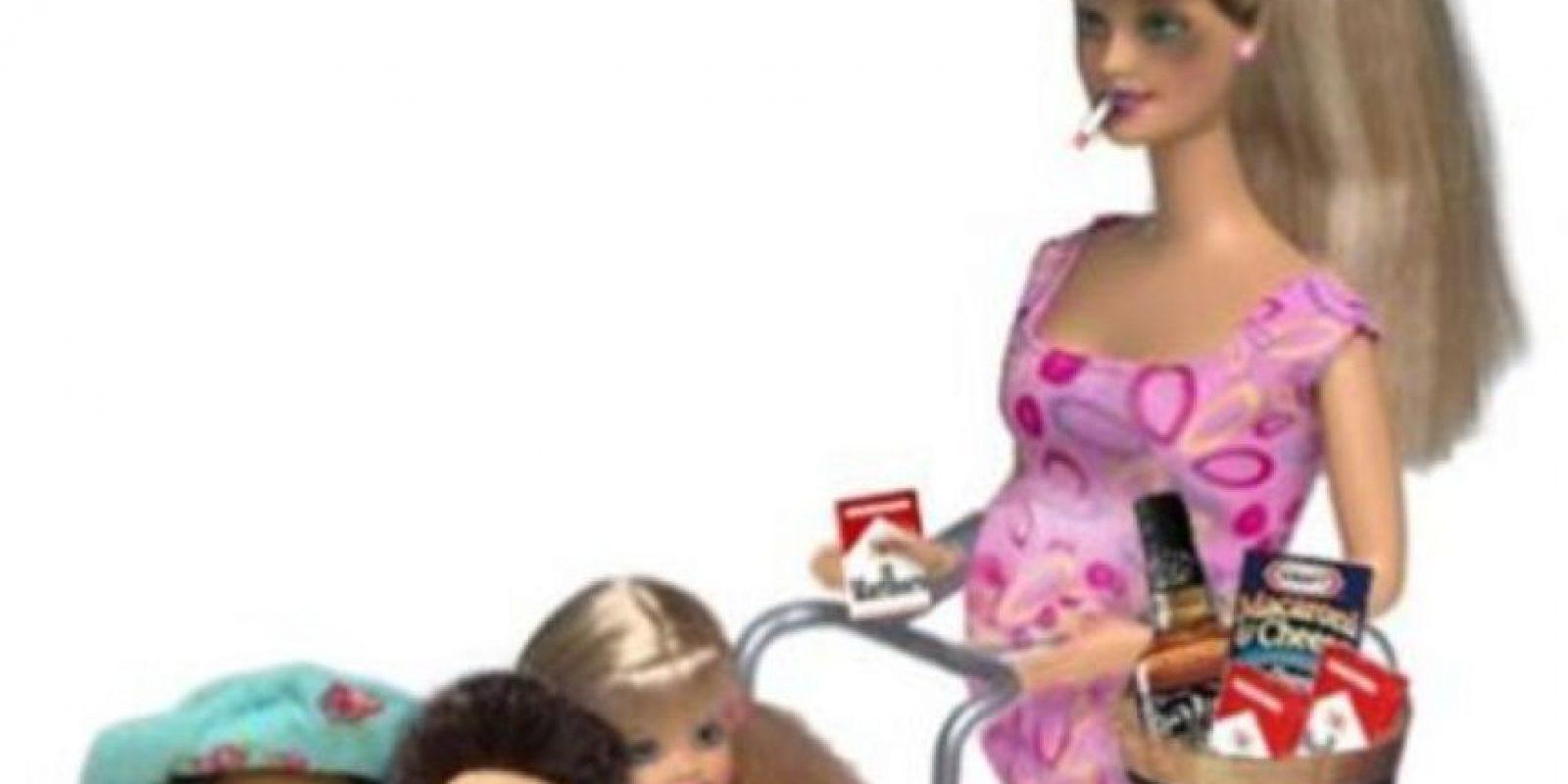 """Esta Barbie """"inmigrante ilegal"""" del sitio humorístico """"Hot Points Case"""" ha causado polémica por burlarse de la situación de muchas personas en territorio estadounidense. Foto:HotPointsCase"""