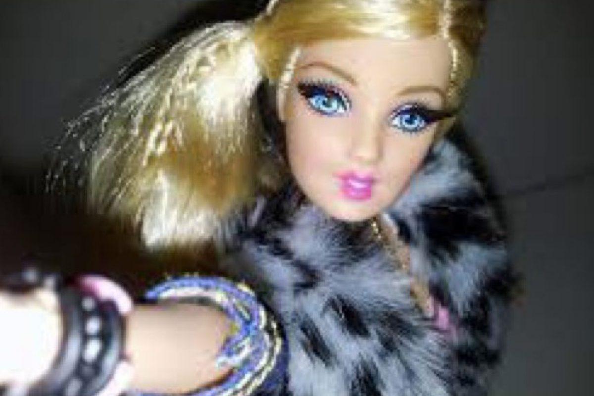 """La Barbie """"Facebook"""" adicta a las selfies Foto:HotPointsCase"""