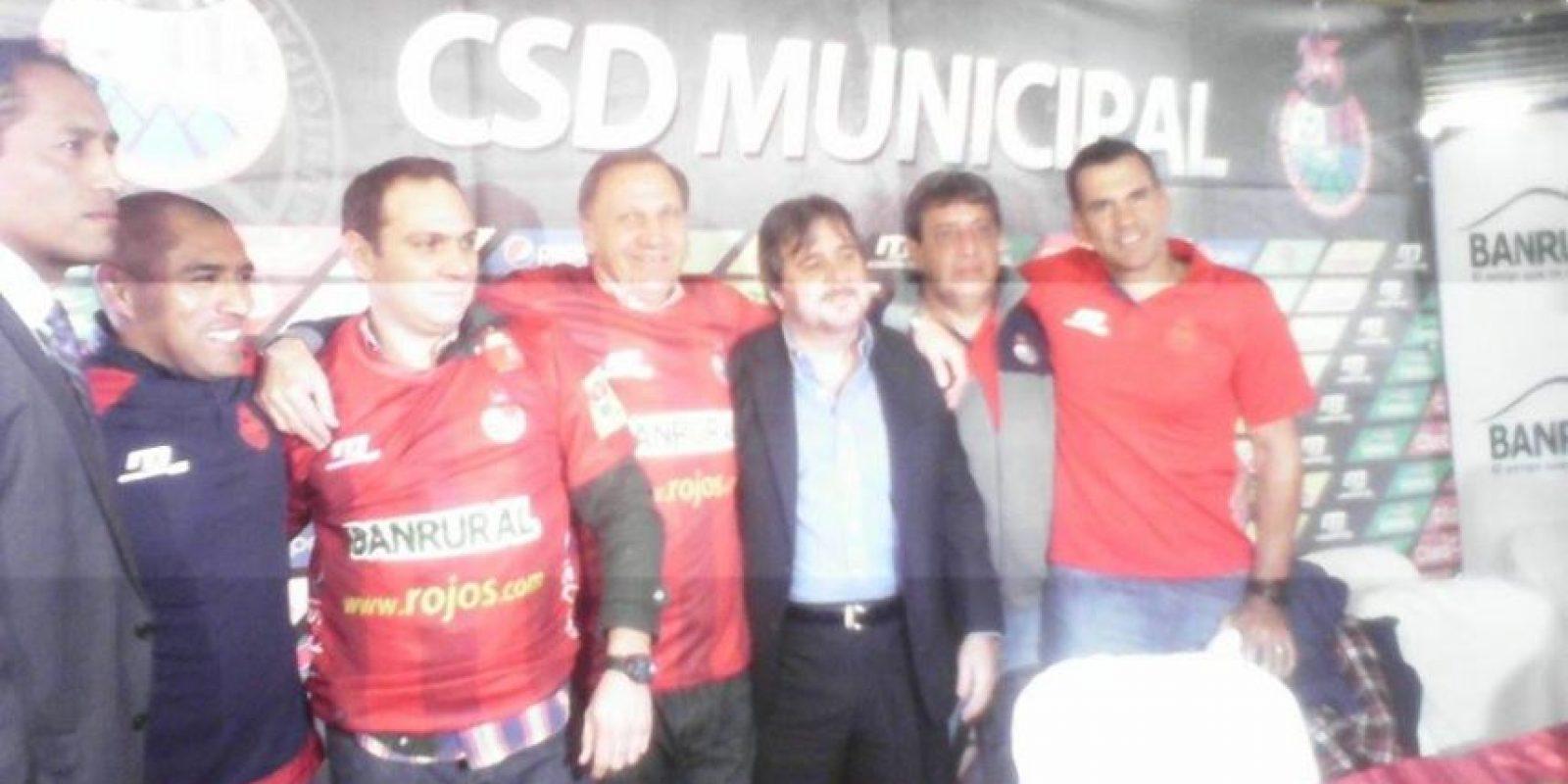 Reina Damián Foto:Acompañado por su cuerpo técnico y la directiva de Municipal, Enzo Trossero volvió al cargo que ocupó entre 2004 y 2007.