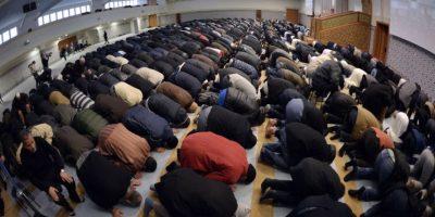 Miles de musulmanes se reunieron para recordar a las víctimas del atentado Foto:AFP