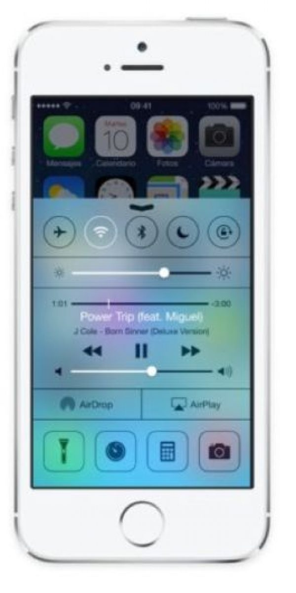 Recarga de batería más rápida. Cambiar al modo avión apagará sus conexiones Wi-Fi, Bluetooth y 3G haciendo que la batería se cargue hasta dos veces más veloz. Foto:Apple