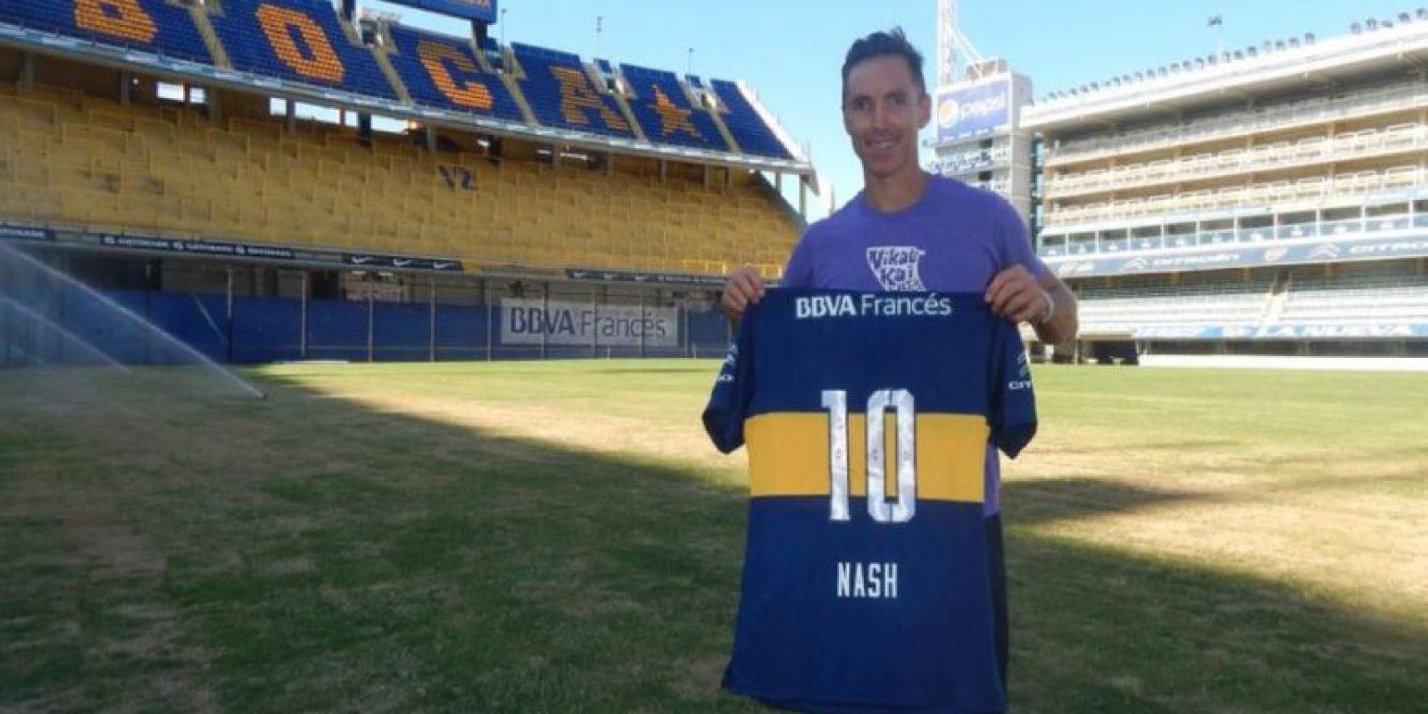 Steve Nash recibió una camiseta de Boca Juniors con su nombre y el dorsal número 10. Foto:twitter.com/BocaJrsOficial
