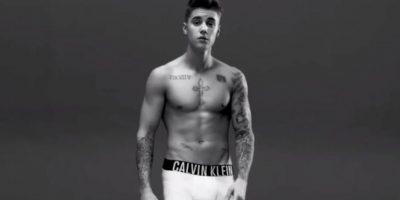 Justin Bieber exigió que sus atributos fueran retocados con photoshop