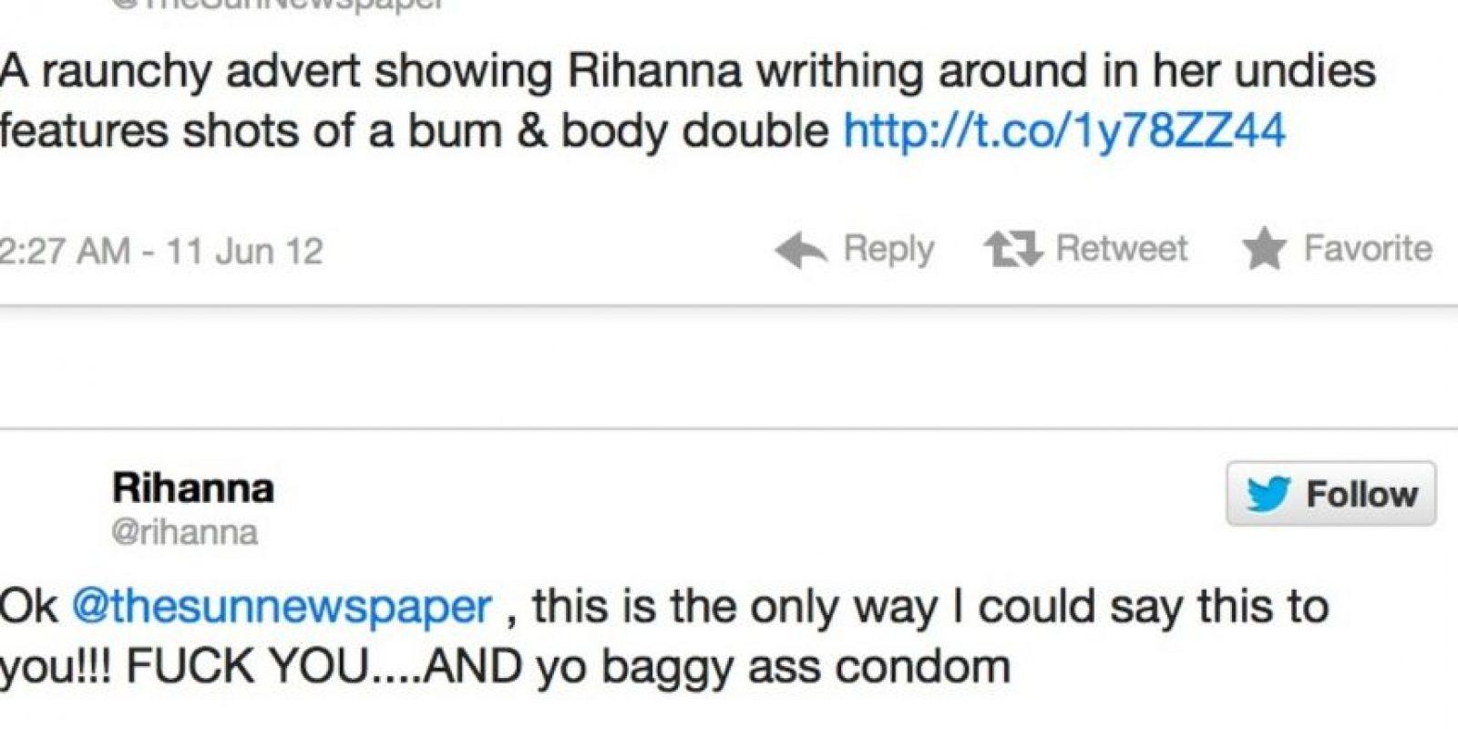 """he Sun afirma que Rihanna tiene poca ropa. Rihanna responde: """"Esta es la única forma en que diré esto. J*danse y su trasero bolsudo de condón"""" Foto:Twitter"""