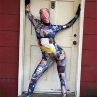 Así posó con su disfraz de cuerpo entero con todas las fotos del actor Foto:Imgur