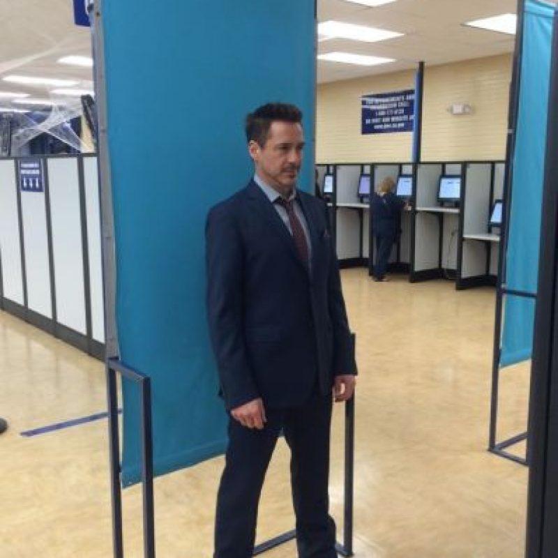 Siempre se ve bien, incluso cuando renueva su licencia. Foto:Facebook/Robert Downey Jr.