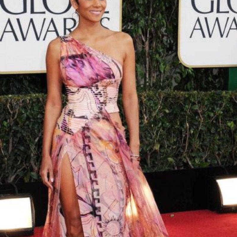 Halle Berry sabe cómo lucir mal un vestido de prints para verano en 2013 Foto:Getty Images