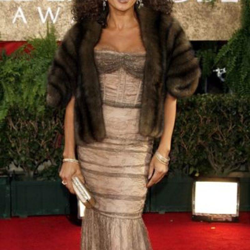 Vanessa Williams sabe lucir desaliñada y barata en un Carmen Marc Valvo de 2007. Foto:Getty Images