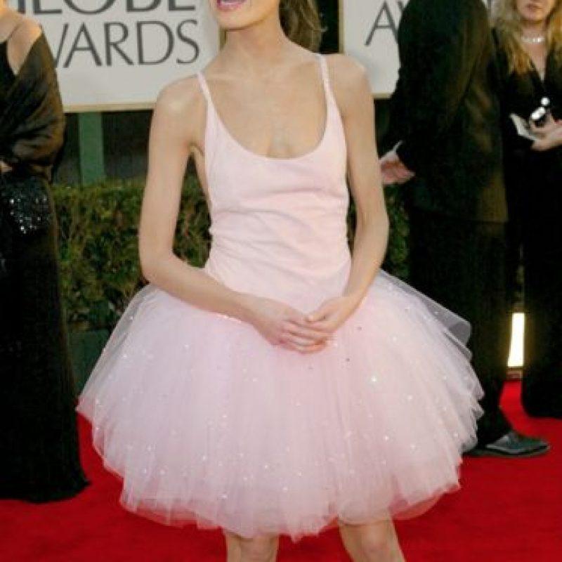 """Lara Flynn Boyle fue precursora del """"Cisne Negro"""". Transmitió todo lo raro y macabro del ballet en los Globos de 2003 Foto:Getty Images"""
