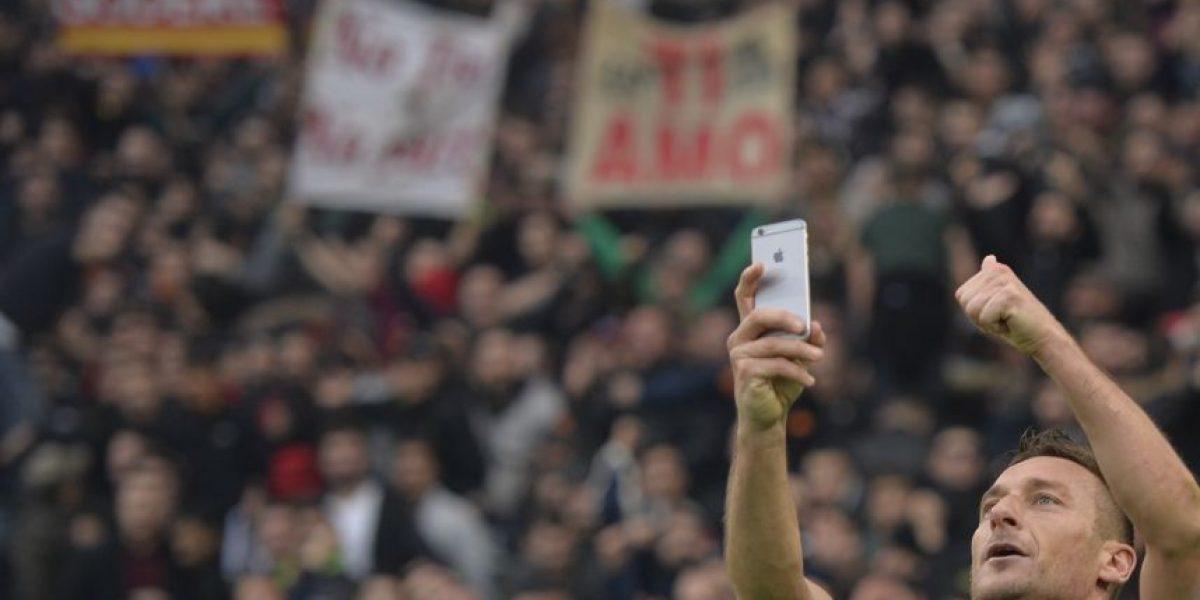 VIDEO. Francesco Totti celebró un gol contra la Lazio tomándose un