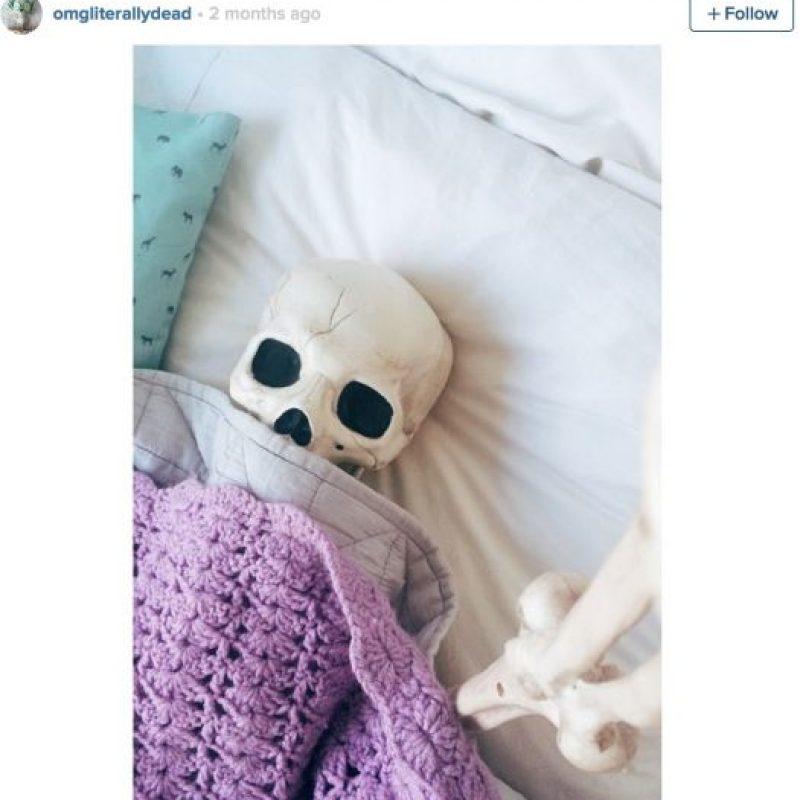 Levantándose de la cama Foto:OmgLiterallyDead/Instagram