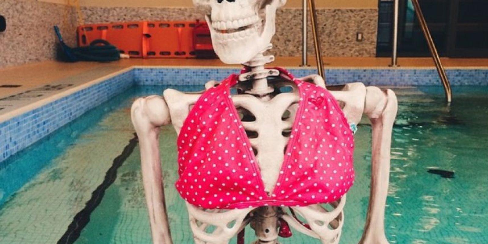 Sexy en la piscina. Foto:OmgLiterallyDead/Instagram