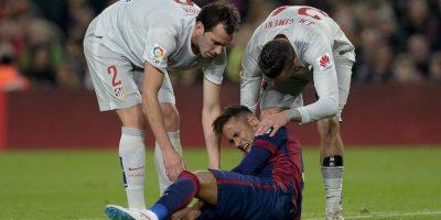Fue consolado por jugadores colchoneros. Foto:AFP