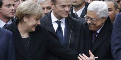 Angela Merkel saluda a Mahmoud Abbas Foto:AFP