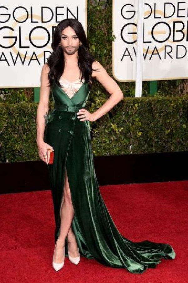 Conchita Wurst, con terciopelo verde que parece barato. Foto:Getty Images