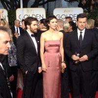 Maggie Gyllenhaal, con un modelo que hacía ver feo su busto. Foto:Twitter