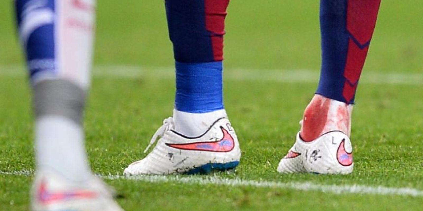 A pesar del golpe, Neymar regresó al campo de juego. Foto:Twitter