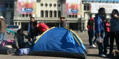 El motivo de acampar en el parque Centenario