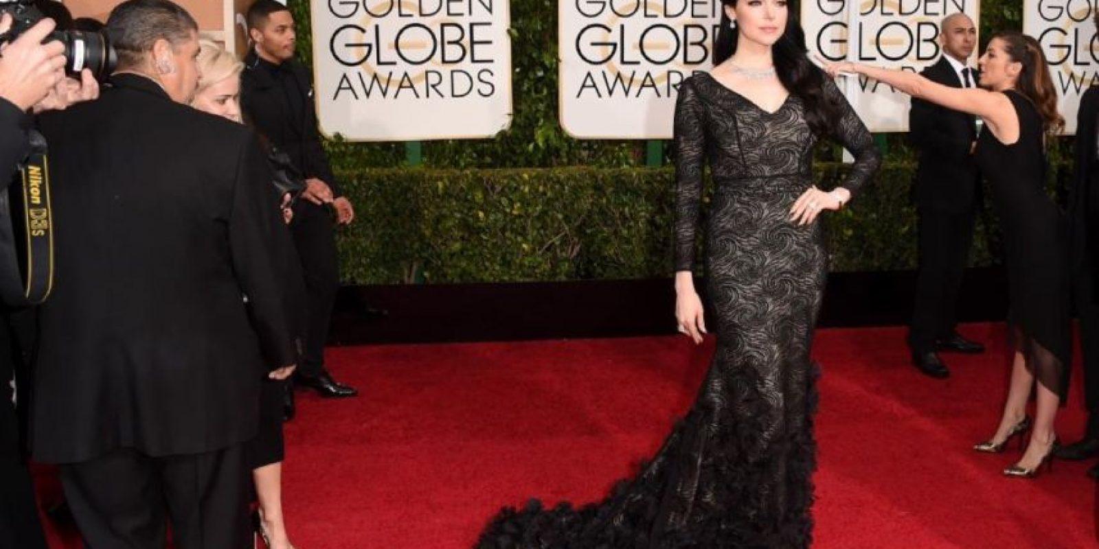 Laura Prepon, en un vestido que la hace ver infinitamente mayor. Foto:Getty Images