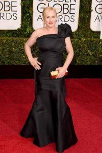 Patricia Arquette suele cometer estos desaciertos. De nuevo lo hace con un vestido que no favorece a su figura y con drapeados que no guardan el sentido de la proporción. Foto:Getty Images