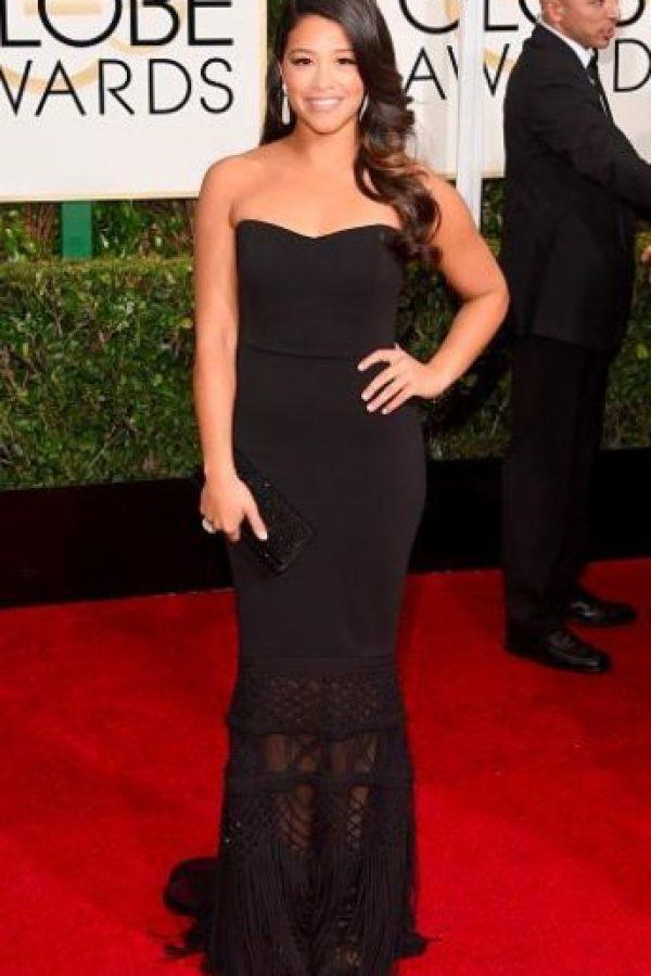 Gina Rodríguez, en un vestido que ya se ha visto desde los años 90. Foto:Getty Images