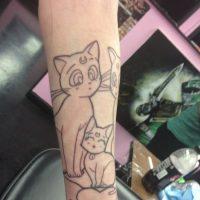 Decidió hacerse un tatuaje de Sailor Moon en todo el brazo. Foto:WasHuZ/Imgur