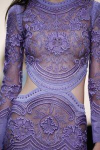 Los bordados se combinan con los pasteles para crear otro tipo de vestidos. Este es de Roberto Cavalli. Foto:JustCavalli