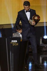 Así recibió su tercer Balón de Oro Foto:AFP