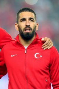 Turan votó en su calidad de captián de la Selección turca. Foto:Getty Images