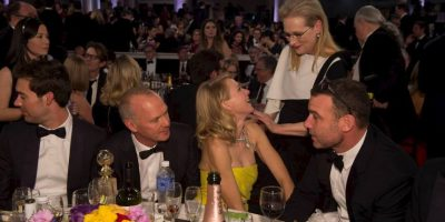 Meryl Streep conversa con Naomi Watts y su marido Liev Schreiver. Foto:J. Melnick desde Los Ángeles para Metro