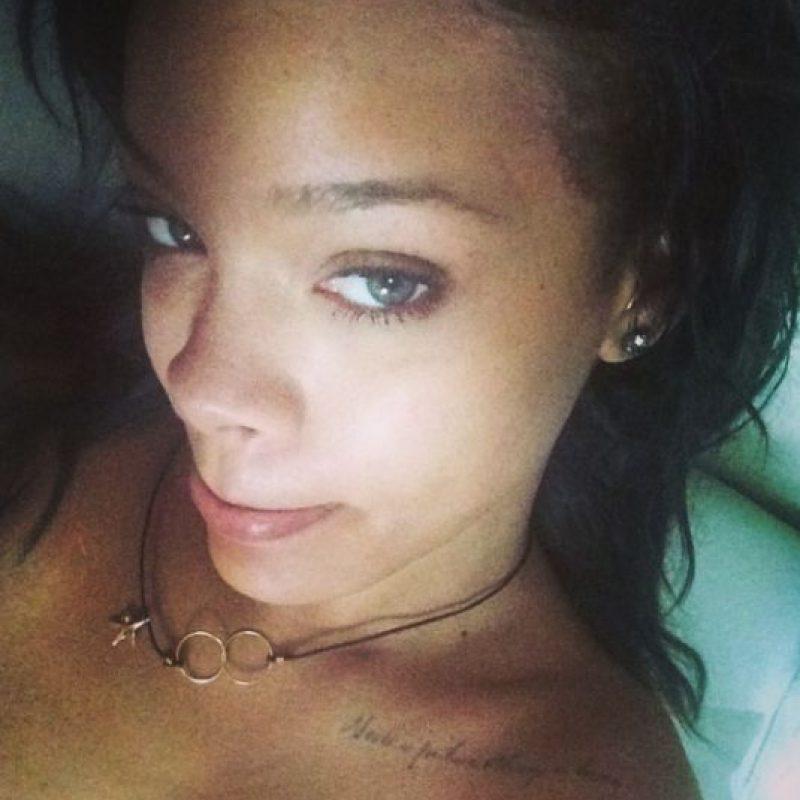 Mientras Rihanna se ve así sin maquillaje Foto:Instagram/Badgalriri