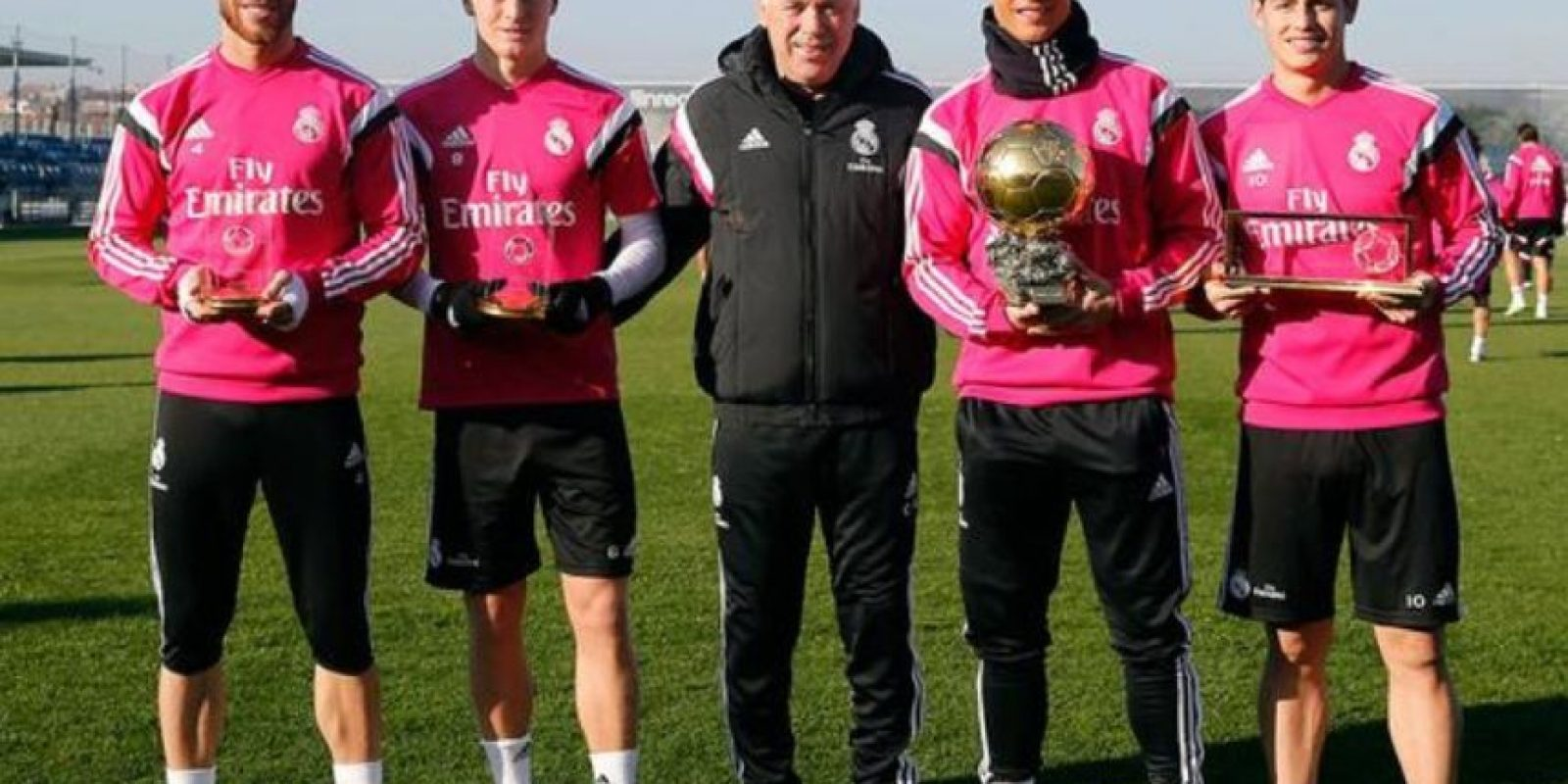 Sergio Ramos, Toni Kroos, Carlo Ancelotti, Cristiano Ronaldo y James Rodriguez. Foto:twitter.com/realmadrid