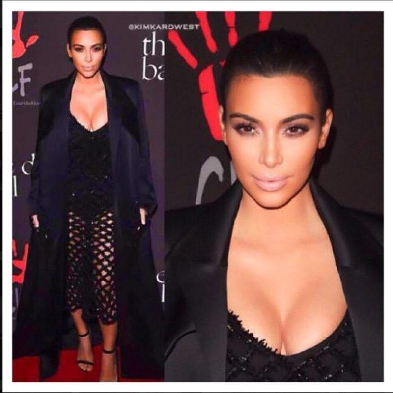 Y aquí con un maquillaje de alfombra roja. Foto:Instagram/Kim Kardashian