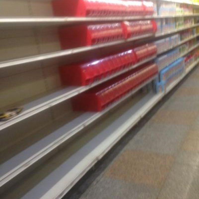 Estantes vacíos Foto:Vía Twitter @Daalmarza
