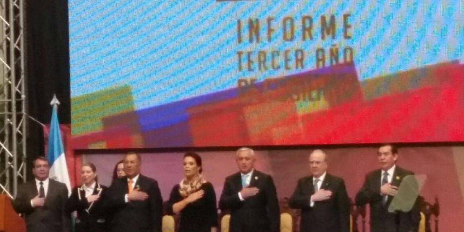 En la mesa principal está Arístides Crespo, vicepresidente del Congreso, Roberto Molina Barreto, presidente de la CC y Josué Fleipe Baquiax, titular del Organismo Judicial Foto:Publinews